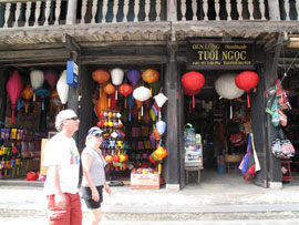 Vietnam Estimated to Attract over 5M Int'l Tourists in 2010: GSO
