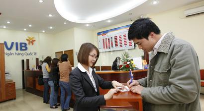 Building Competitive Advantages for Retail Banks