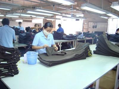 Vietnam Sets Record Trade Surplus in 2014