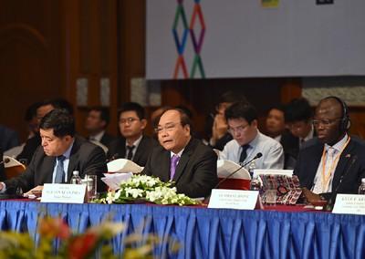 Vietnam Business Forum Opens in Hanoi