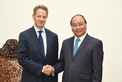 Vietnam PM Nguyen Xuan Phuc Meets Timothy Geithner in Hanoi. Photo: VGP