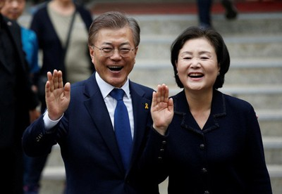 President of the Republic of Korea (RoK) Moon Jae-in and his spouse begin State visit to Viet Nam from March 22, 2018