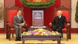 General Secretary Nguyen Phu Trong (right) and French Ambassador to Vietnam Bertrand Lortholary. (Photo: VOV)
