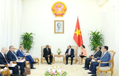 PM Nguyen Xuan Phuc receives Algerian FM Abdelkader Messahel, Ha Noi, July 13, 2018 - Photo: VGP/Quang Hieu