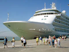 Vietnam Set to Attract 5 Mln Foreign Tourist Arrivals in 2009