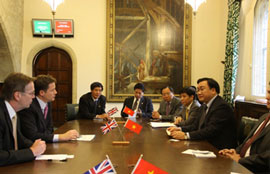 Vietnam to Boost Cultural, Economic Ties with Britain
