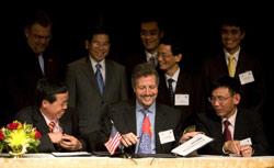 Vietnam-US Economic Cooperation Enhanced