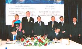 Vietnam Confident in Strong Socioeconomic Development in 2006