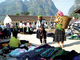 Sapa Tourism: Growth Rate and Cultural Identity on the Same Road?