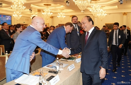 PM Attends VN-Russia Business Forum in Moscow