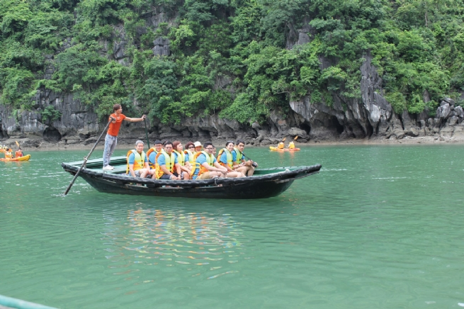 Explore Vung Vieng fishing village with Starlight Cruise