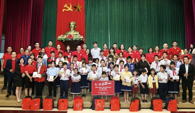"Generali Vietnam launches ""Standing Side By Side With Central Vietnam"", a VND6.5 billion emergency relief plan to support thousands of flood-impacted families"