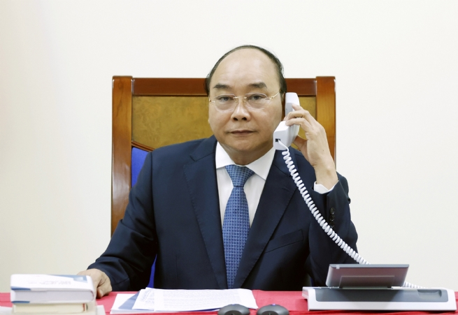 PM Phuc, Japanese Counterpart Discuss Bilateral, Multilateral Cooperation over Phone