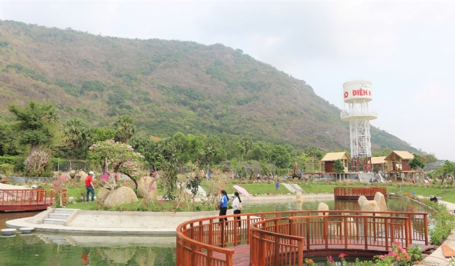 An Hao Solar Power Tourist Farm Brings New Chapter to People's Life